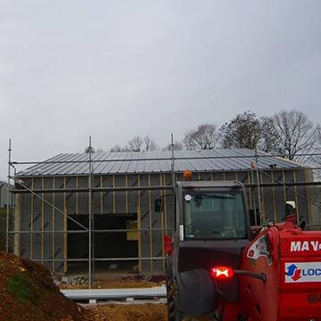 Installation d'une toiture en bac acier dans la région de Poitiers