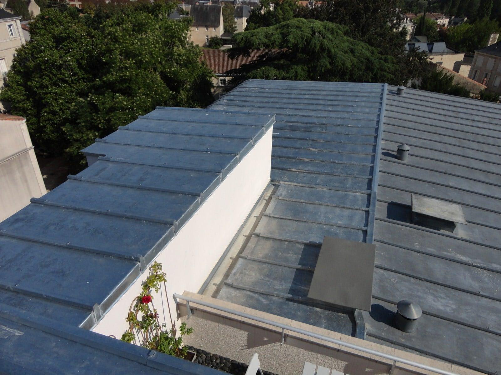 Installation d'une toiture en zinc vers Poitiers